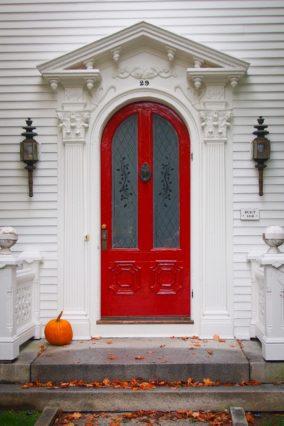 Tür mit Lampen